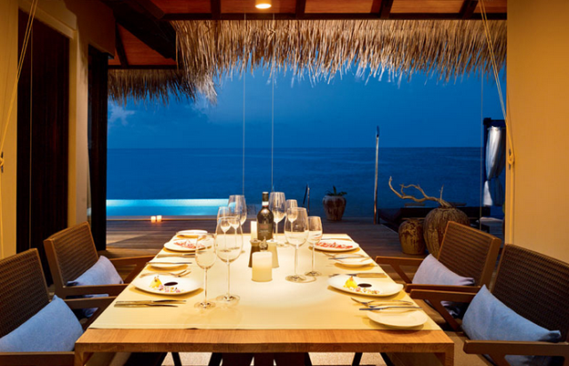 ocean pool house dining