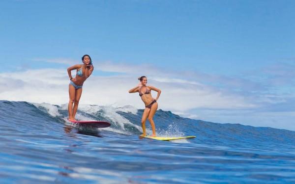 surf pose girls