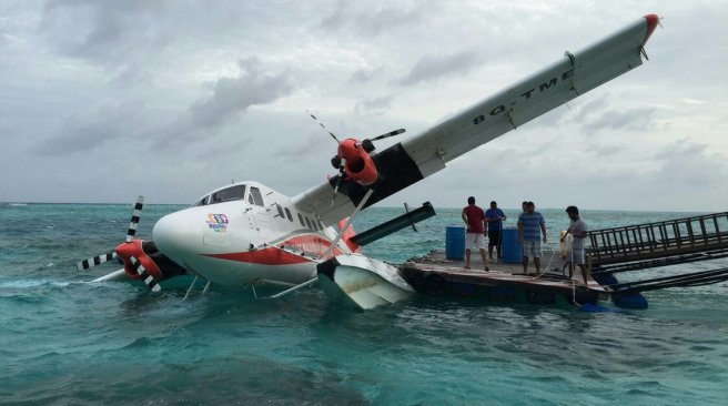 seaplane sinking maldives