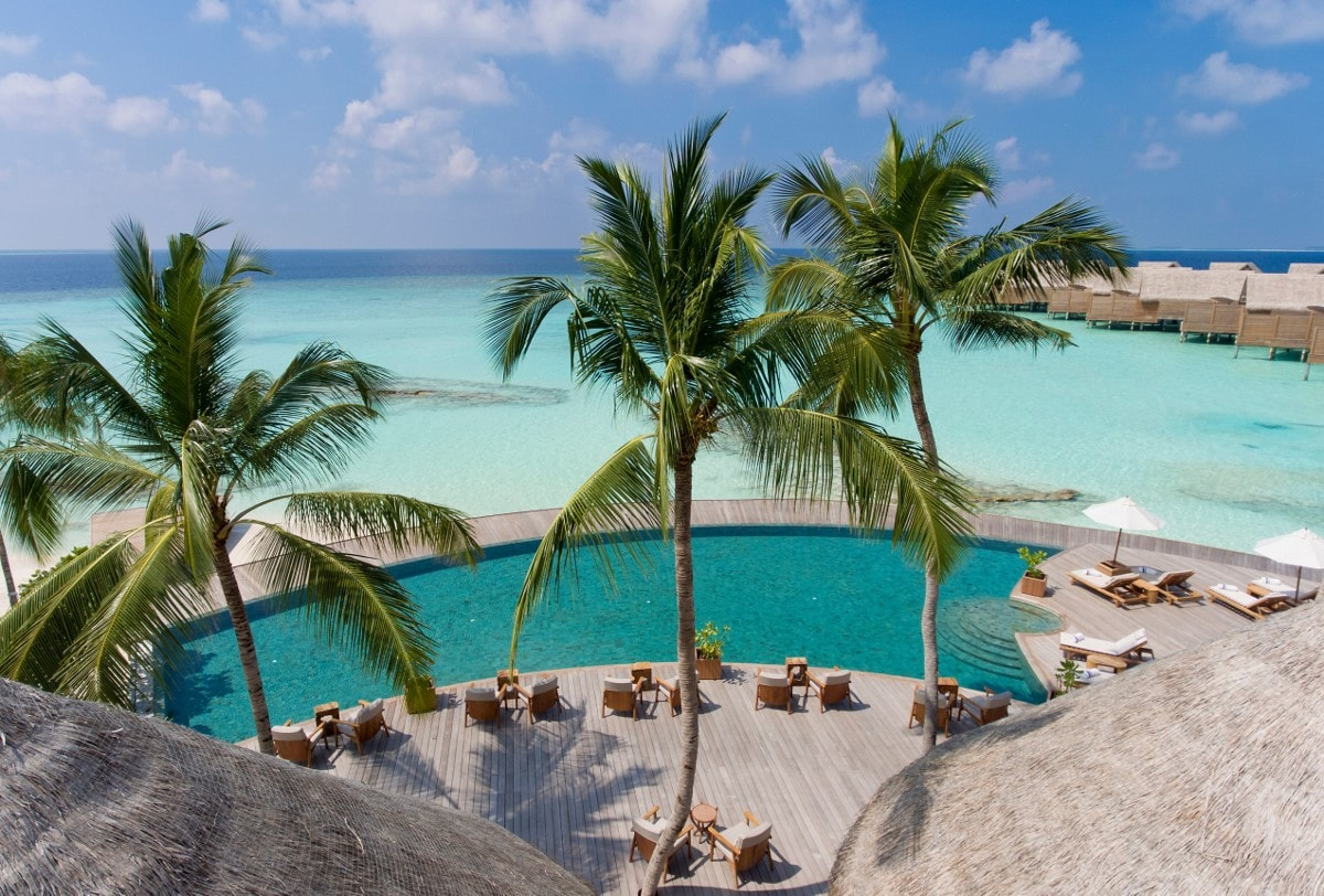 milaidhoo pool aerial view