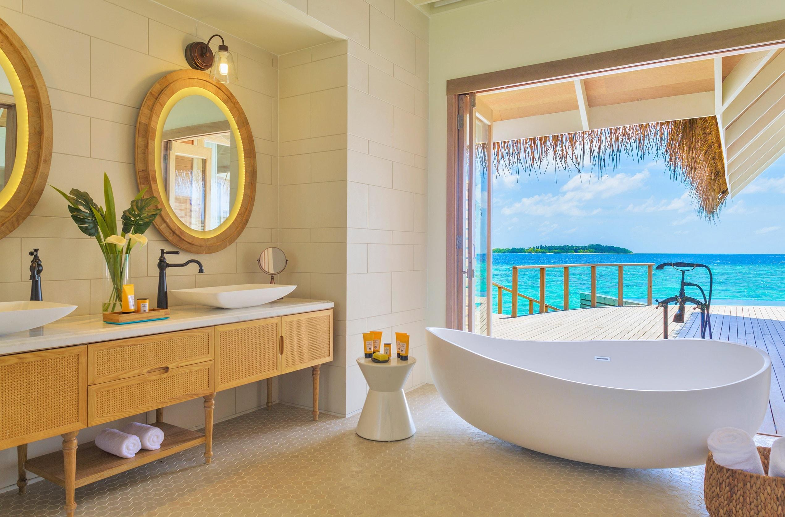 milaidhoo-water-pool-villa-bathroom