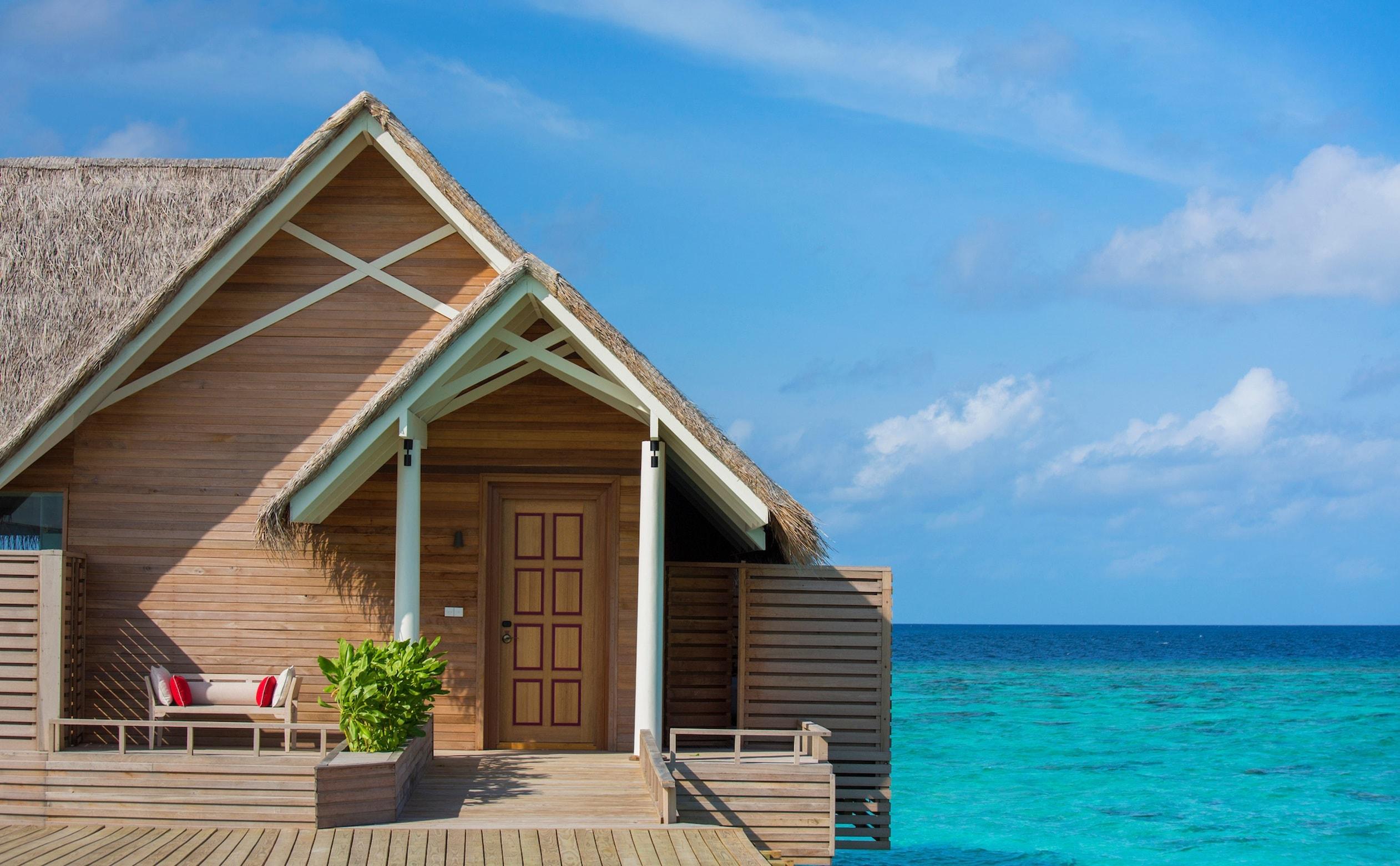 milaidhoo-water-pool-villa-entrance