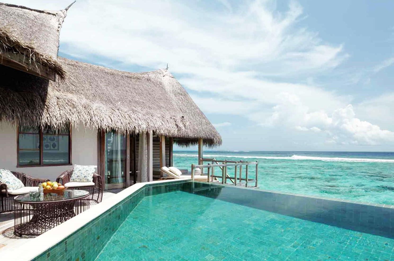 jumeirah vittaveli water villa pool
