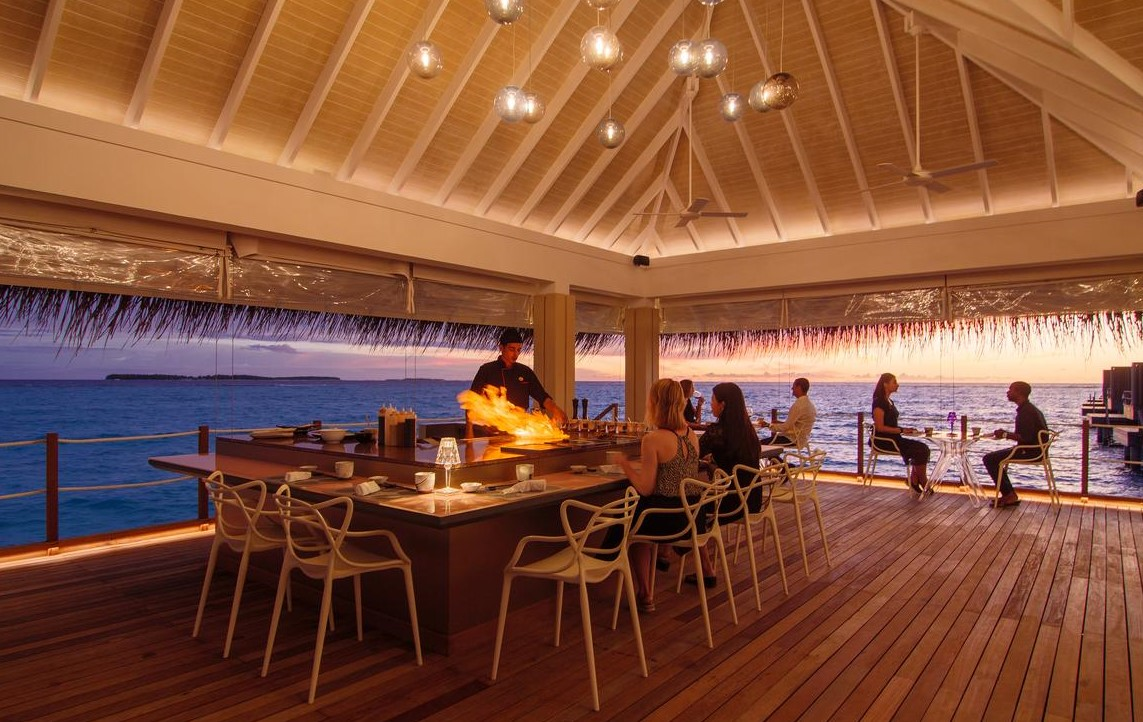 dining at baglioni maldives