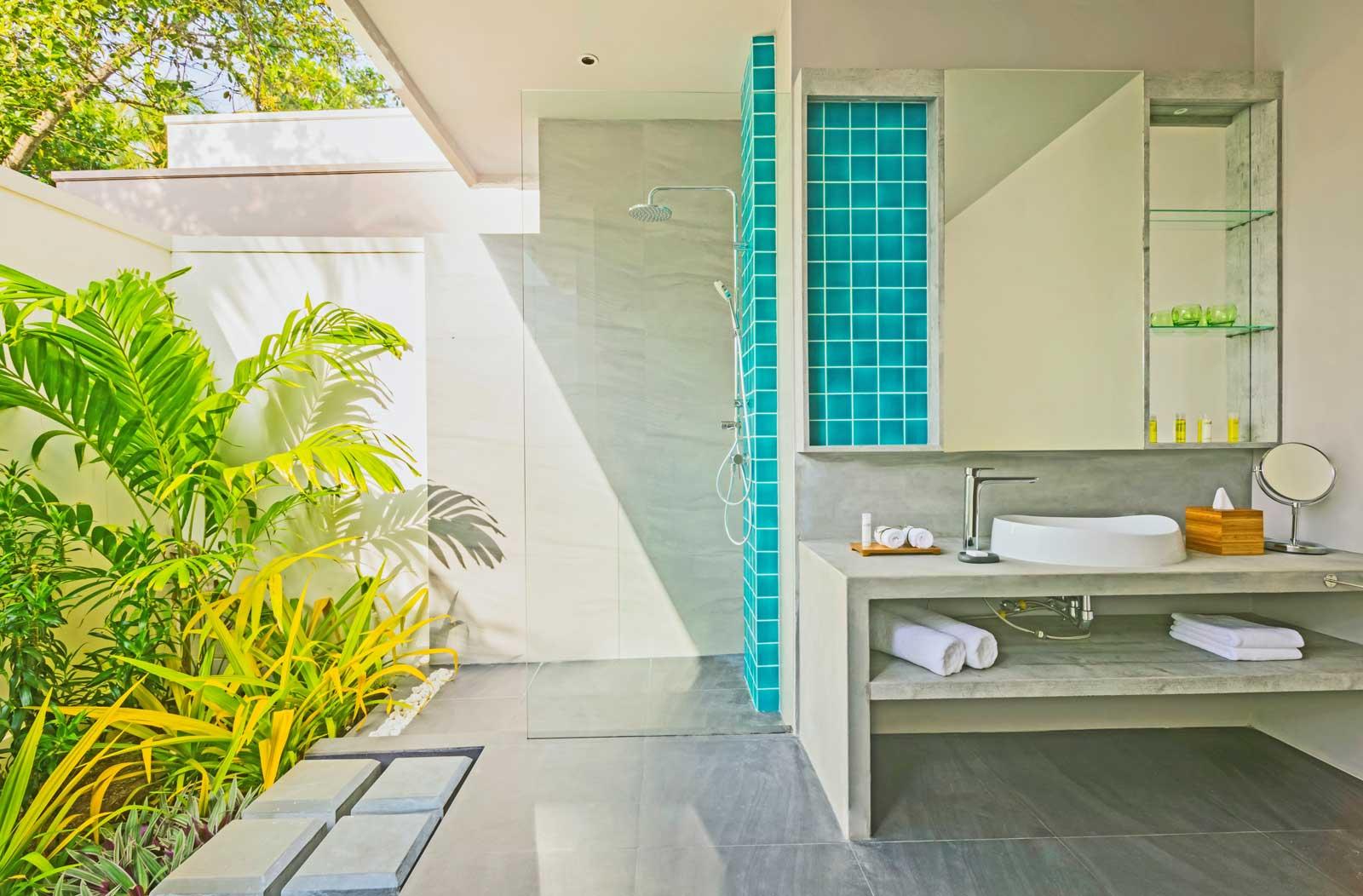 dhigali-deluxe-beach-bungalow-bathroom