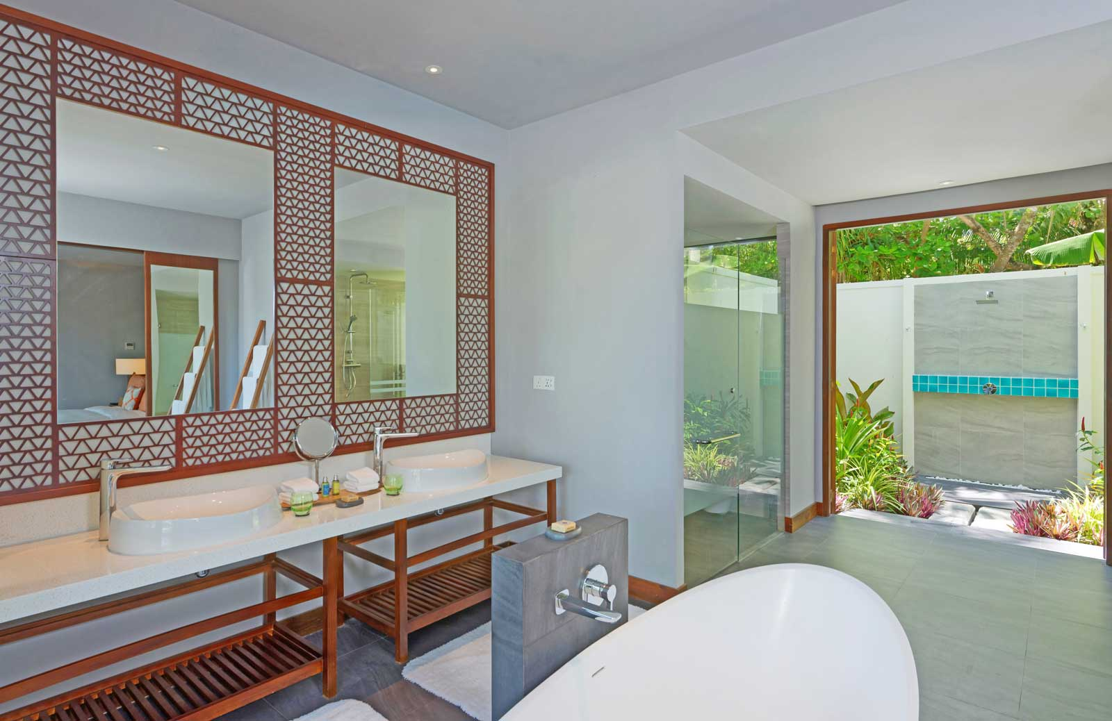 dhigali suite bathroom