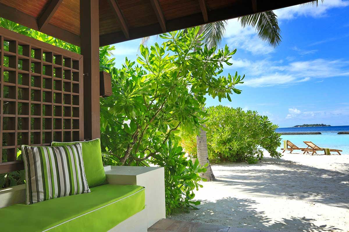 kurumba-beach-front-deluxe-bungalow-2