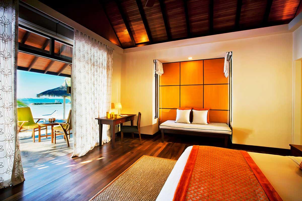 kurumba-beach-front-deluxe-bungalow
